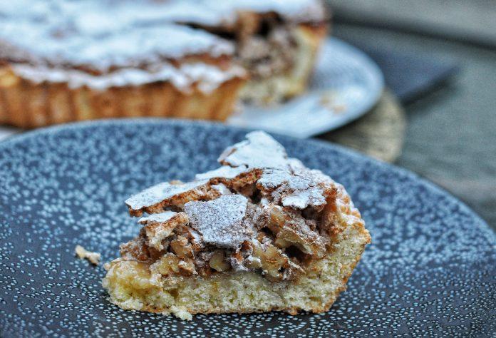 Ama La Vita Italian nut cake