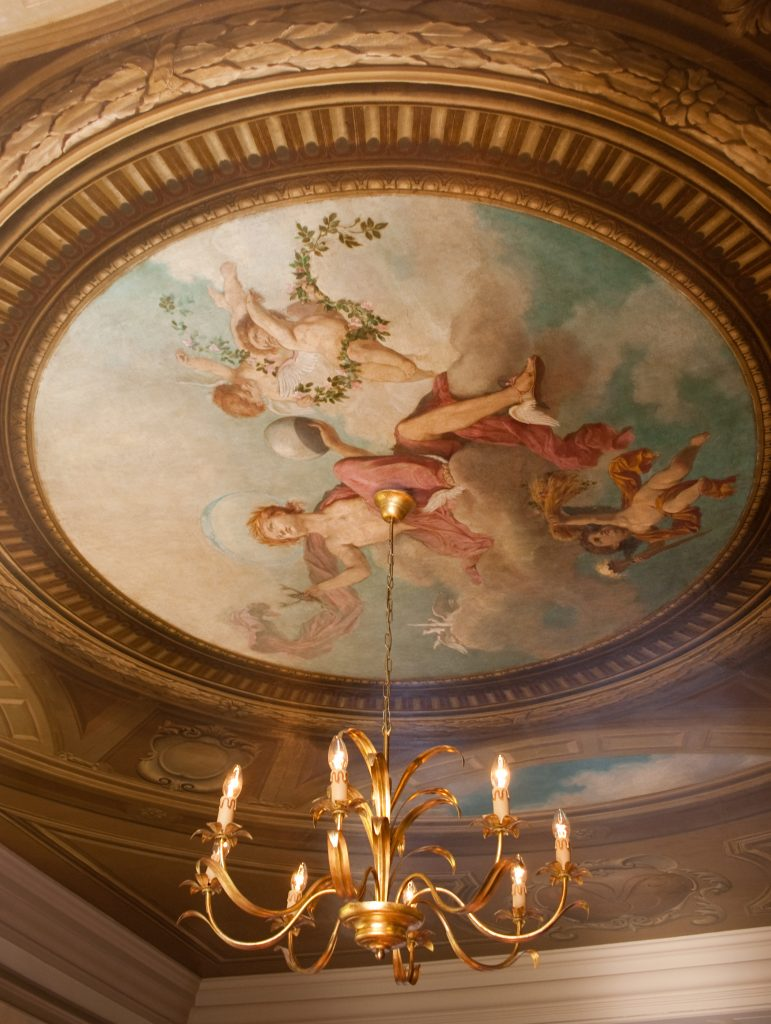Cringletie House ceiling